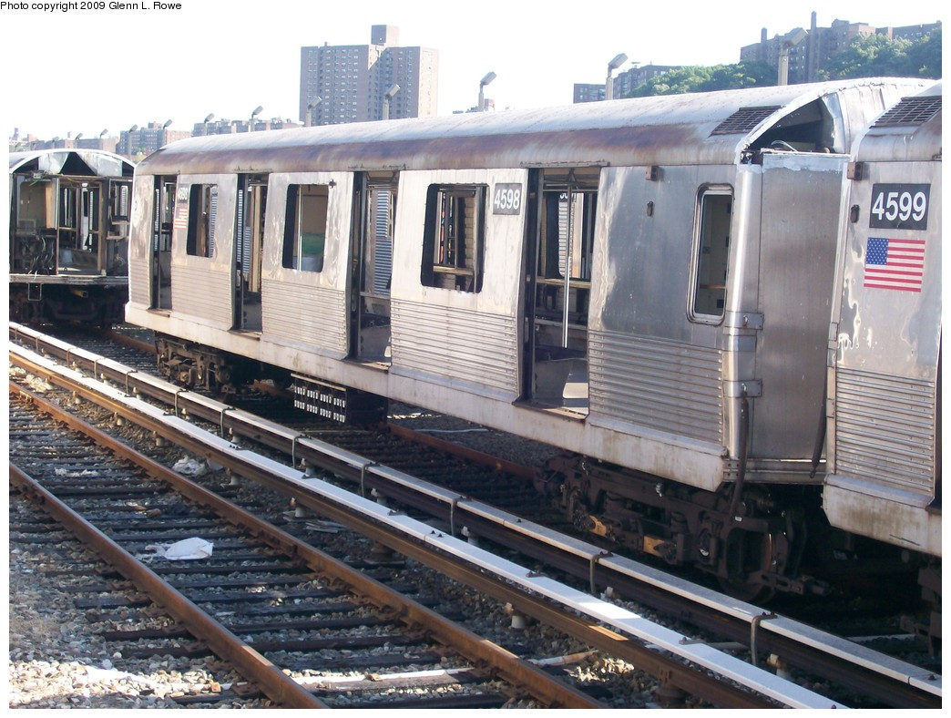 (242k, 1044x788)<br><b>Country:</b> United States<br><b>City:</b> New York<br><b>System:</b> New York City Transit<br><b>Location:</b> 207th Street Yard<br><b>Car:</b> R-42 (St. Louis, 1969-1970)  4598 <br><b>Photo by:</b> Glenn L. Rowe<br><b>Date:</b> 9/29/2009<br><b>Notes:</b> Scrap<br><b>Viewed (this week/total):</b> 4 / 383