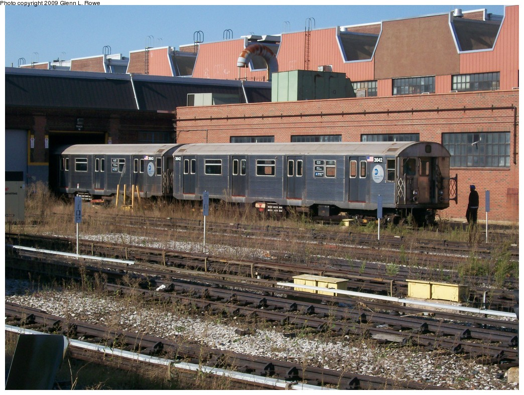 (284k, 1044x788)<br><b>Country:</b> United States<br><b>City:</b> New York<br><b>System:</b> New York City Transit<br><b>Location:</b> 207th Street Yard<br><b>Car:</b> R-32 (Budd, 1964)  3642/3643 <br><b>Photo by:</b> Glenn L. Rowe<br><b>Date:</b> 9/29/2009<br><b>Viewed (this week/total):</b> 7 / 764