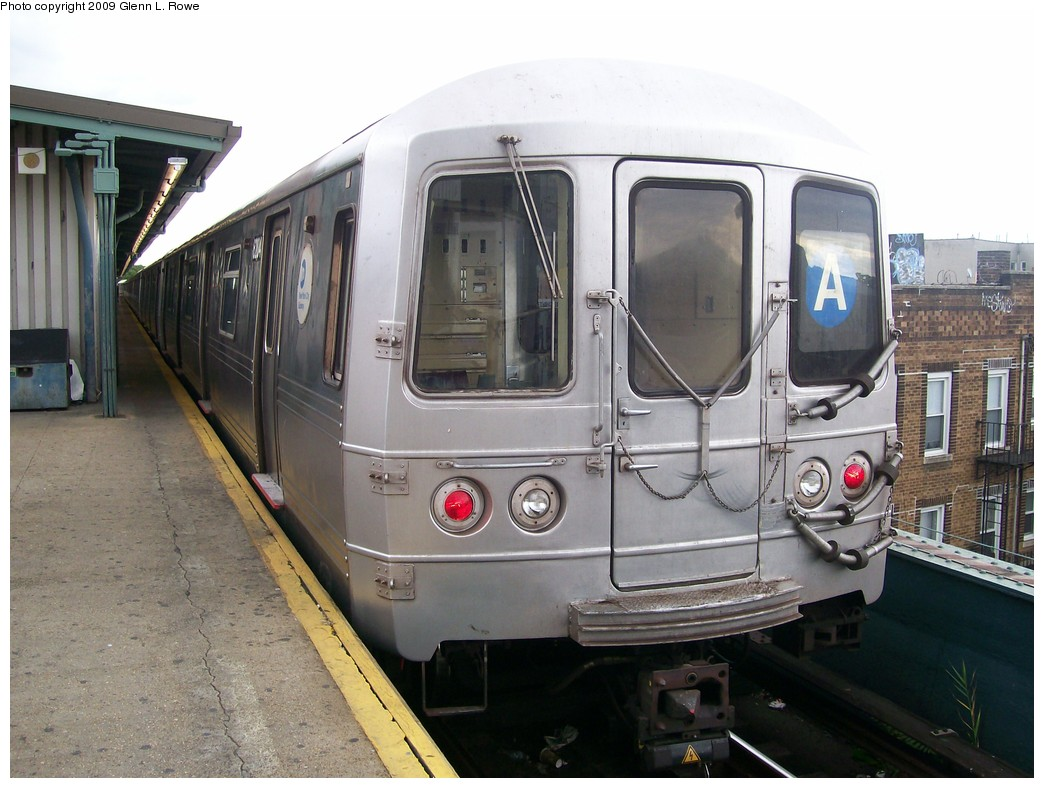 (198k, 1044x788)<br><b>Country:</b> United States<br><b>City:</b> New York<br><b>System:</b> New York City Transit<br><b>Line:</b> IND Fulton Street Line<br><b>Location:</b> Lefferts Boulevard <br><b>Route:</b> A<br><b>Car:</b> R-46 (Pullman-Standard, 1974-75) 6204 <br><b>Photo by:</b> Glenn L. Rowe<br><b>Date:</b> 10/1/2009<br><b>Viewed (this week/total):</b> 1 / 405