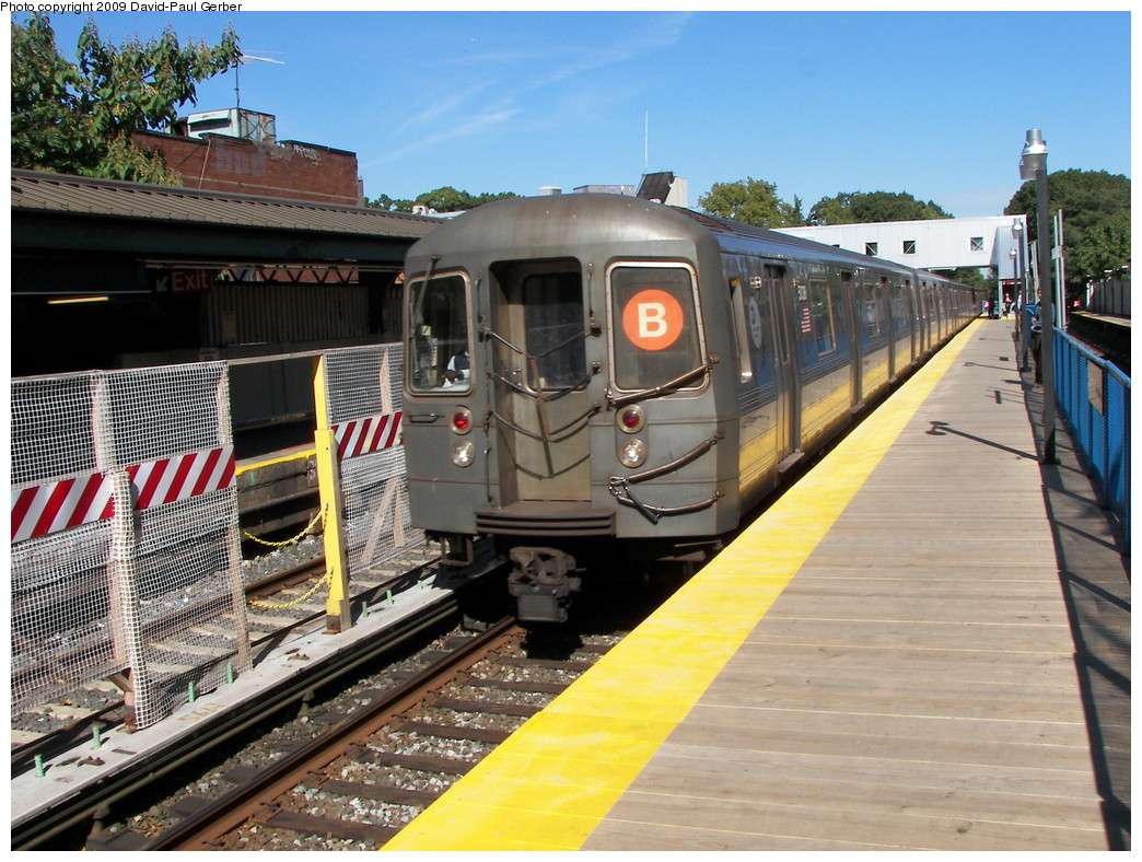 (316k, 1044x788)<br><b>Country:</b> United States<br><b>City:</b> New York<br><b>System:</b> New York City Transit<br><b>Line:</b> BMT Brighton Line<br><b>Location:</b> Avenue J <br><b>Route:</b> B<br><b>Car:</b> R-68A (Kawasaki, 1988-1989)  5038 <br><b>Photo by:</b> David-Paul Gerber<br><b>Date:</b> 10/6/2009<br><b>Viewed (this week/total):</b> 0 / 455