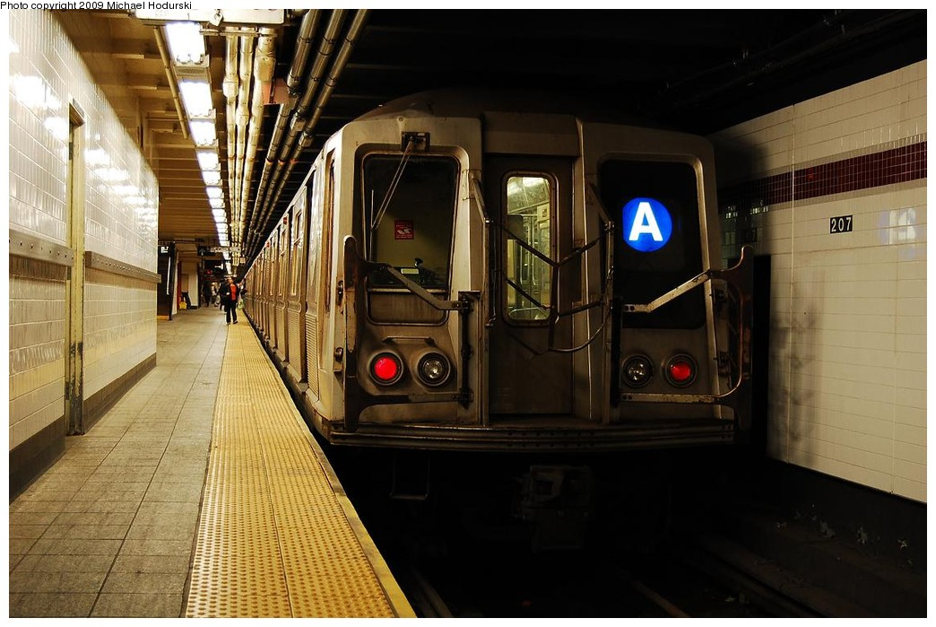 (221k, 1044x699)<br><b>Country:</b> United States<br><b>City:</b> New York<br><b>System:</b> New York City Transit<br><b>Line:</b> IND 8th Avenue Line<br><b>Location:</b> 207th Street <br><b>Route:</b> A<br><b>Car:</b> R-40 (St. Louis, 1968)  4219 <br><b>Photo by:</b> Michael Hodurski<br><b>Date:</b> 6/9/2009<br><b>Viewed (this week/total):</b> 1 / 607