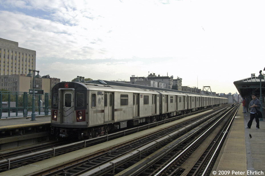 (177k, 930x618)<br><b>Country:</b> United States<br><b>City:</b> New York<br><b>System:</b> New York City Transit<br><b>Line:</b> IRT Woodlawn Line<br><b>Location:</b> 161st Street/River Avenue (Yankee Stadium) <br><b>Route:</b> 4<br><b>Car:</b> R-142 (Option Order, Bombardier, 2002-2003)  1220 <br><b>Photo by:</b> Peter Ehrlich<br><b>Date:</b> 10/9/2009<br><b>Notes:</b> Outbound.<br><b>Viewed (this week/total):</b> 3 / 548