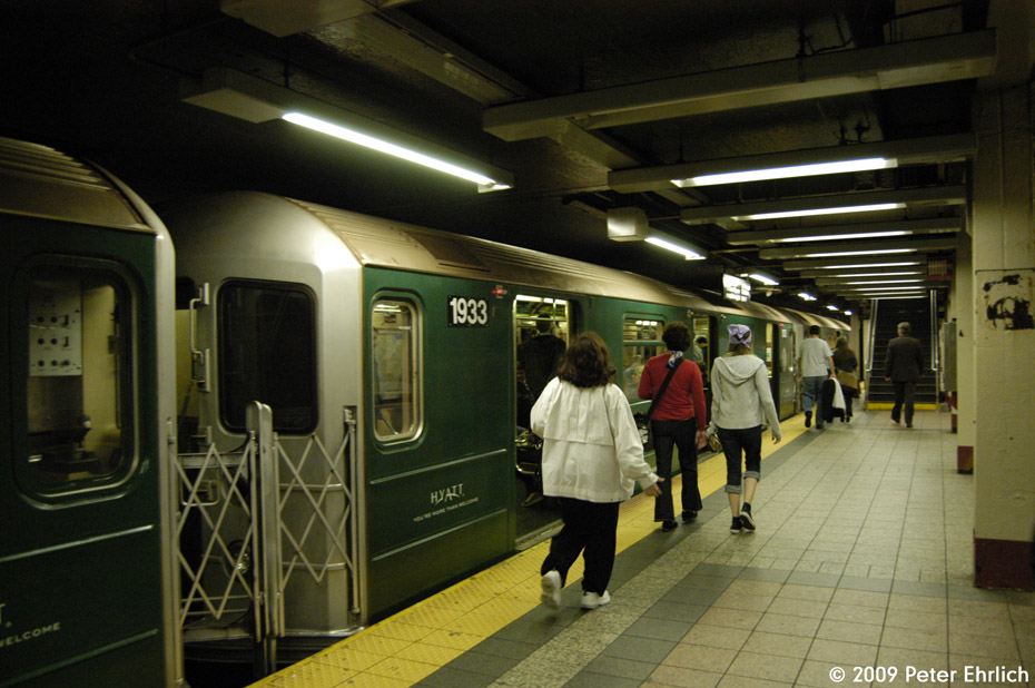 (194k, 930x618)<br><b>Country:</b> United States<br><b>City:</b> New York<br><b>System:</b> New York City Transit<br><b>Line:</b> IRT Times Square-Grand Central Shuttle<br><b>Location:</b> Grand Central <br><b>Route:</b> S<br><b>Car:</b> R-62A (Bombardier, 1984-1987)  1933 <br><b>Photo by:</b> Peter Ehrlich<br><b>Date:</b> 10/9/2009<br><b>Viewed (this week/total):</b> 0 / 502