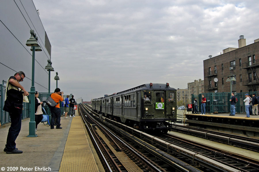 (190k, 900x598)<br><b>Country:</b> United States<br><b>City:</b> New York<br><b>System:</b> New York City Transit<br><b>Line:</b> IRT Woodlawn Line<br><b>Location:</b> 161st Street/River Avenue (Yankee Stadium) <br><b>Route:</b> Fan Trip<br><b>Car:</b> Low-V (Museum Train) 5292 <br><b>Photo by:</b> Peter Ehrlich<br><b>Date:</b> 10/9/2009<br><b>Notes:</b> Yankee Stadium Special<br><b>Viewed (this week/total):</b> 0 / 1049
