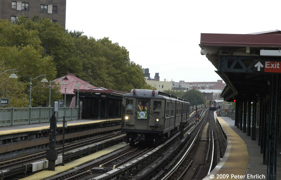 (194k, 930x596)<br><b>Country:</b> United States<br><b>City:</b> New York<br><b>System:</b> New York City Transit<br><b>Line:</b> IRT White Plains Road Line<br><b>Location:</b> Jackson Avenue <br><b>Route:</b> Fan Trip<br><b>Car:</b> Low-V (Museum Train) 5443 <br><b>Photo by:</b> Peter Ehrlich<br><b>Date:</b> 10/9/2009<br><b>Notes:</b> Yankee Stadium Special--inbound to Grand Central for passenger service.<br><b>Viewed (this week/total):</b> 0 / 488