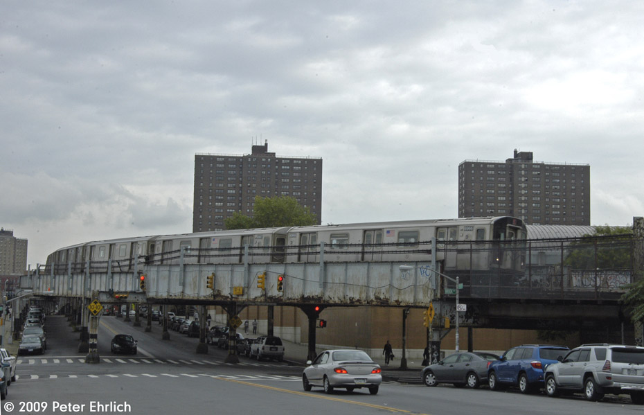 (148k, 930x599)<br><b>Country:</b> United States<br><b>City:</b> New York<br><b>System:</b> New York City Transit<br><b>Location:</b> 149th & Bergen Portal (2/5 Lines)<br><b>Route:</b> 5<br><b>Car:</b> R-142 (Primary Order, Bombardier, 1999-2002)  6966 <br><b>Photo by:</b> Peter Ehrlich<br><b>Date:</b> 10/9/2009<br><b>Notes:</b> Approaching portal east of 3rd Avenue Station, inbound.<br><b>Viewed (this week/total):</b> 2 / 878