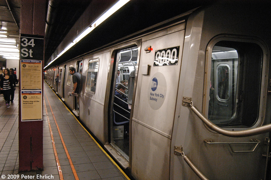(220k, 930x618)<br><b>Country:</b> United States<br><b>City:</b> New York<br><b>System:</b> New York City Transit<br><b>Line:</b> BMT Broadway Line<br><b>Location:</b> 34th Street/Herald Square <br><b>Route:</b> Q<br><b>Car:</b> R-160B (Option 1) (Kawasaki, 2008-2009)  9000 <br><b>Photo by:</b> Peter Ehrlich<br><b>Date:</b> 10/9/2009<br><b>Notes:</b> Southbound.<br><b>Viewed (this week/total):</b> 5 / 742