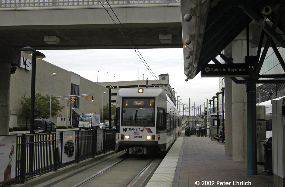 (184k, 930x611)<br><b>Country:</b> United States<br><b>City:</b> Jersey City, NJ<br><b>System:</b> Hudson Bergen Light Rail<br><b>Location:</b> Pavonia/Newport <br><b>Car:</b> NJT-HBLR LRV (Kinki-Sharyo, 1998-99)  2013 <br><b>Photo by:</b> Peter Ehrlich<br><b>Date:</b> 10/9/2009<br><b>Notes:</b> Outbound.<br><b>Viewed (this week/total):</b> 2 / 228