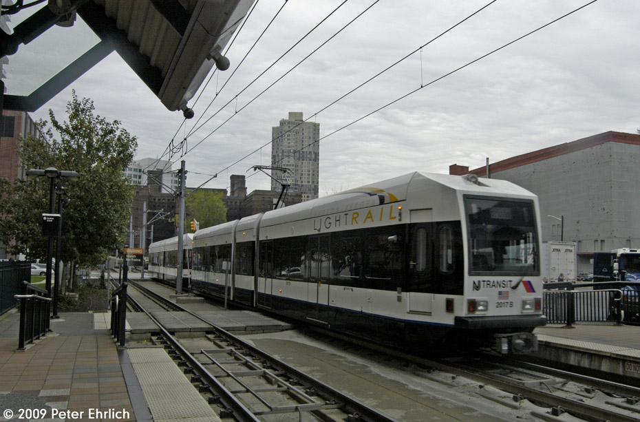 (203k, 930x613)<br><b>Country:</b> United States<br><b>City:</b> Jersey City, NJ<br><b>System:</b> Hudson Bergen Light Rail<br><b>Location:</b> Harsimus Cove <br><b>Car:</b> NJT-HBLR LRV (Kinki-Sharyo, 1998-99)  2017 <br><b>Photo by:</b> Peter Ehrlich<br><b>Date:</b> 10/9/2009<br><b>Notes:</b> Outbound.<br><b>Viewed (this week/total):</b> 1 / 280