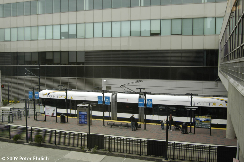 (190k, 930x618)<br><b>Country:</b> United States<br><b>City:</b> Jersey City, NJ<br><b>System:</b> Hudson Bergen Light Rail<br><b>Location:</b> Pavonia/Newport <br><b>Car:</b> NJT-HBLR LRV (Kinki-Sharyo, 1998-99)  2020 <br><b>Photo by:</b> Peter Ehrlich<br><b>Date:</b> 10/9/2009<br><b>Notes:</b> Inbound.<br><b>Viewed (this week/total):</b> 0 / 123
