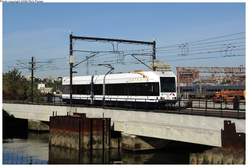 (169k, 1044x701)<br><b>Country:</b> United States<br><b>City:</b> Hoboken, NJ<br><b>System:</b> Hudson Bergen Light Rail<br><b>Location:</b> Hoboken <br><b>Photo by:</b> Richard Panse<br><b>Date:</b> 10/11/2009<br><b>Notes:</b> View from Hudson walkway.<br><b>Viewed (this week/total):</b> 1 / 417