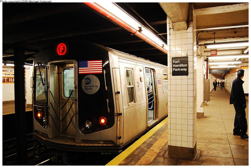 (242k, 1044x699)<br><b>Country:</b> United States<br><b>City:</b> New York<br><b>System:</b> New York City Transit<br><b>Line:</b> IND Crosstown Line<br><b>Location:</b> Fort Hamilton Parkway <br><b>Route:</b> F<br><b>Car:</b> R-160A (Option 1) (Alstom, 2008-2009, 5 car sets)  9233 <br><b>Photo by:</b> Michael Hodurski<br><b>Date:</b> 4/8/2008<br><b>Viewed (this week/total):</b> 0 / 918