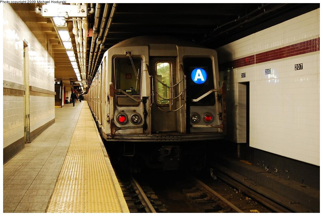 (215k, 1044x699)<br><b>Country:</b> United States<br><b>City:</b> New York<br><b>System:</b> New York City Transit<br><b>Line:</b> IND 8th Avenue Line<br><b>Location:</b> 207th Street <br><b>Route:</b> A<br><b>Car:</b> R-40 (St. Louis, 1968)  4247 <br><b>Photo by:</b> Michael Hodurski<br><b>Date:</b> 4/8/2008<br><b>Viewed (this week/total):</b> 3 / 604