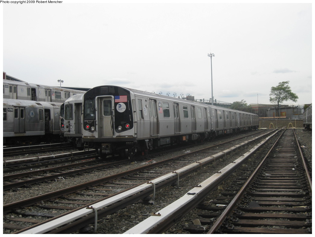 (182k, 1044x788)<br><b>Country:</b> United States<br><b>City:</b> New York<br><b>System:</b> New York City Transit<br><b>Location:</b> East New York Yard/Shops<br><b>Car:</b> R-160A-1 (Alstom, 2005-2008, 4 car sets)  8413 <br><b>Photo by:</b> Robert Mencher<br><b>Date:</b> 10/14/2009<br><b>Viewed (this week/total):</b> 3 / 478