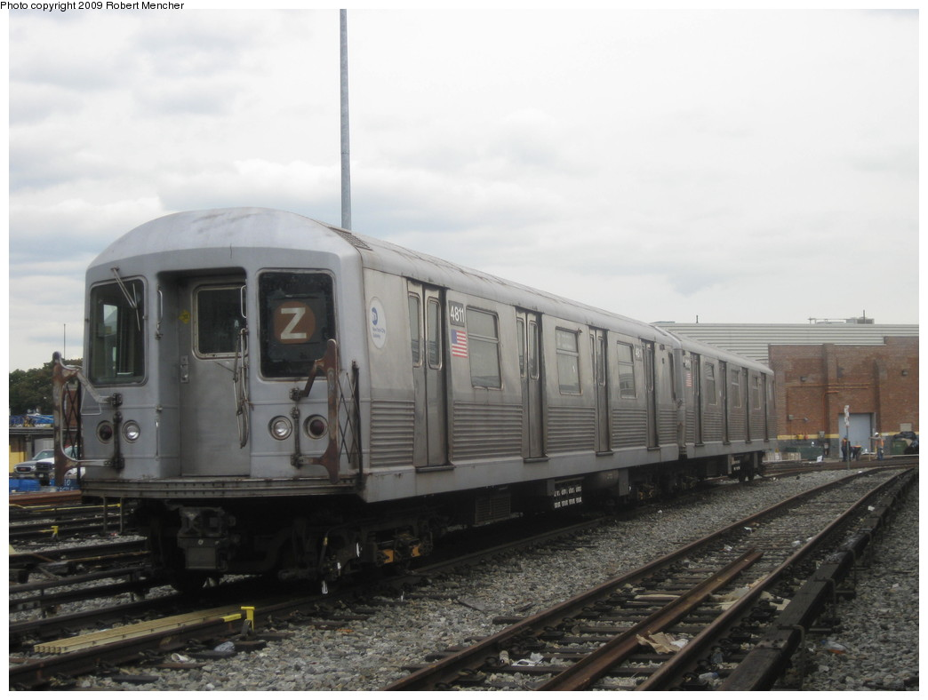 (164k, 1044x788)<br><b>Country:</b> United States<br><b>City:</b> New York<br><b>System:</b> New York City Transit<br><b>Location:</b> East New York Yard/Shops<br><b>Car:</b> R-42 (St. Louis, 1969-1970)  4811 <br><b>Photo by:</b> Robert Mencher<br><b>Date:</b> 10/14/2009<br><b>Viewed (this week/total):</b> 4 / 598