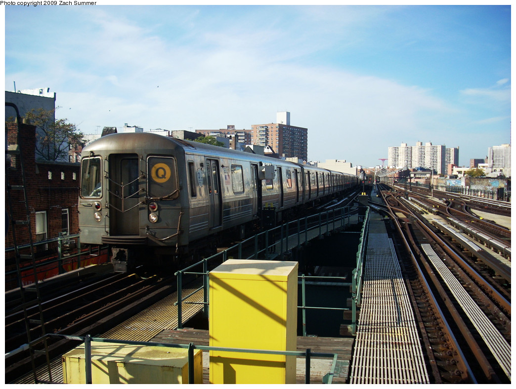 (288k, 1044x788)<br><b>Country:</b> United States<br><b>City:</b> New York<br><b>System:</b> New York City Transit<br><b>Line:</b> BMT Brighton Line<br><b>Location:</b> Brighton Beach <br><b>Route:</b> Q<br><b>Car:</b> R-68A (Kawasaki, 1988-1989)  5062 <br><b>Photo by:</b> Zach Summer<br><b>Date:</b> 10/22/2009<br><b>Viewed (this week/total):</b> 0 / 400