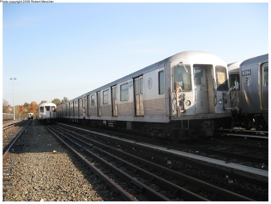 (194k, 1044x788)<br><b>Country:</b> United States<br><b>City:</b> New York<br><b>System:</b> New York City Transit<br><b>Location:</b> Jamaica Yard/Shops<br><b>Car:</b> R-42 (St. Louis, 1969-1970)  4675 <br><b>Photo by:</b> Robert Mencher<br><b>Date:</b> 11/3/2009<br><b>Viewed (this week/total):</b> 3 / 508