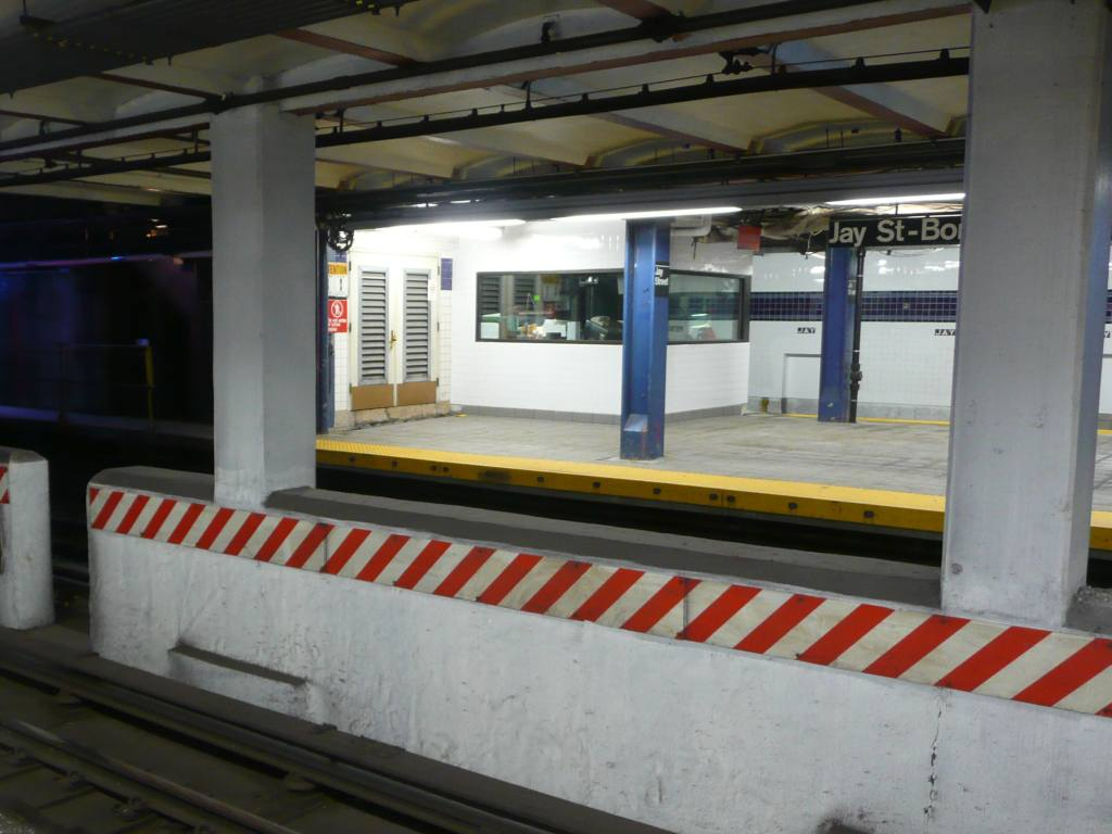 (85k, 1024x768)<br><b>Country:</b> United States<br><b>City:</b> New York<br><b>System:</b> New York City Transit<br><b>Line:</b> IND 8th Avenue Line<br><b>Location:</b> Jay St./Metrotech (Borough Hall) <br><b>Photo by:</b> Robbie Rosenfeld<br><b>Date:</b> 10/29/2009<br><b>Notes:</b> New tower<br><b>Viewed (this week/total):</b> 2 / 671