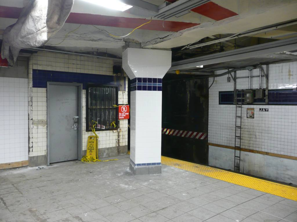 (110k, 1024x768)<br><b>Country:</b> United States<br><b>City:</b> New York<br><b>System:</b> New York City Transit<br><b>Line:</b> IND 8th Avenue Line<br><b>Location:</b> Jay St./Metrotech (Borough Hall) <br><b>Photo by:</b> Robbie Rosenfeld<br><b>Date:</b> 10/29/2009<br><b>Notes:</b> Old tower<br><b>Viewed (this week/total):</b> 1 / 1170