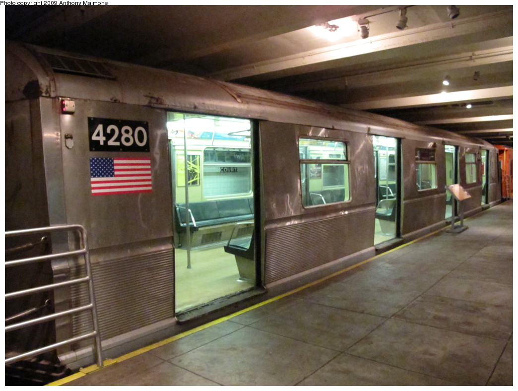 (199k, 1044x788)<br><b>Country:</b> United States<br><b>City:</b> New York<br><b>System:</b> New York City Transit<br><b>Location:</b> New York Transit Museum<br><b>Car:</b> R-40 (St. Louis, 1968)  4280 <br><b>Photo by:</b> Anthony Maimone<br><b>Date:</b> 11/6/2009<br><b>Viewed (this week/total):</b> 1 / 2675