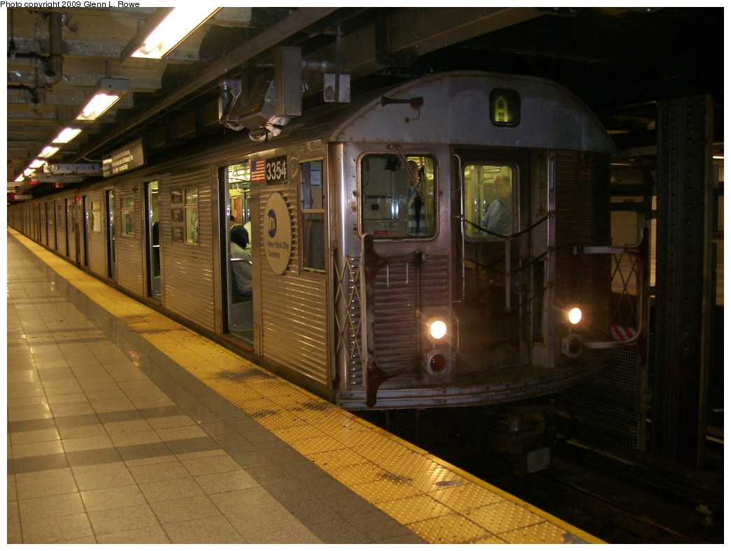 (188k, 1044x788)<br><b>Country:</b> United States<br><b>City:</b> New York<br><b>System:</b> New York City Transit<br><b>Line:</b> IND 8th Avenue Line<br><b>Location:</b> Canal Street-Holland Tunnel <br><b>Route:</b> A<br><b>Car:</b> R-32 (Budd, 1964)  3354 <br><b>Photo by:</b> Glenn L. Rowe<br><b>Date:</b> 10/9/2009<br><b>Viewed (this week/total):</b> 2 / 500