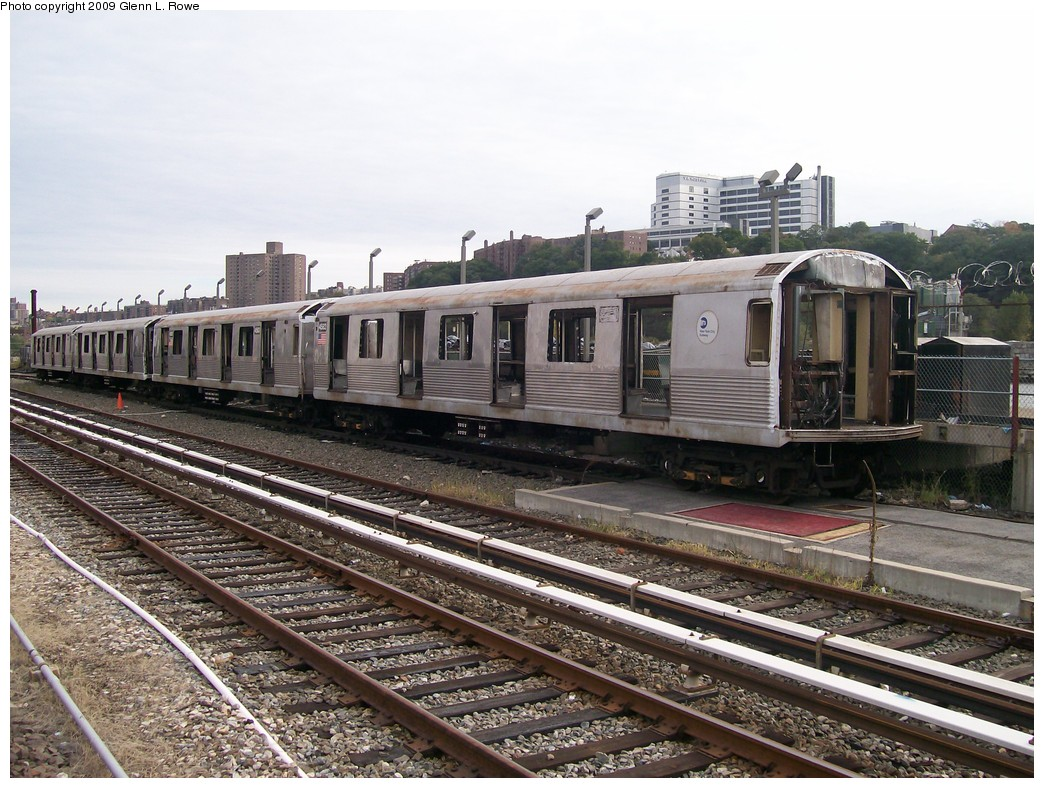 (251k, 1044x788)<br><b>Country:</b> United States<br><b>City:</b> New York<br><b>System:</b> New York City Transit<br><b>Location:</b> 207th Street Yard<br><b>Car:</b> R-42 (St. Louis, 1969-1970)  4582 <br><b>Photo by:</b> Glenn L. Rowe<br><b>Date:</b> 10/12/2009<br><b>Notes:</b> Scrap<br><b>Viewed (this week/total):</b> 1 / 634