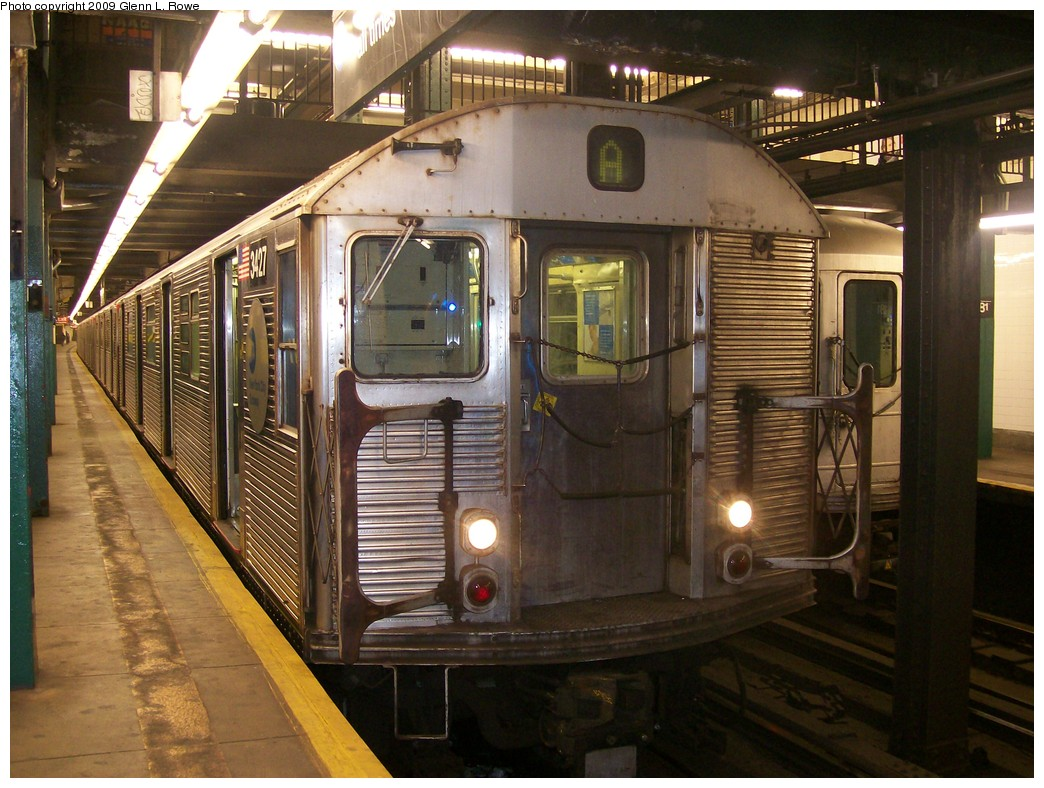 (231k, 1044x788)<br><b>Country:</b> United States<br><b>City:</b> New York<br><b>System:</b> New York City Transit<br><b>Line:</b> IND 8th Avenue Line<br><b>Location:</b> 181st Street <br><b>Route:</b> A<br><b>Car:</b> R-32 (Budd, 1964)  3427 <br><b>Photo by:</b> Glenn L. Rowe<br><b>Date:</b> 10/14/2009<br><b>Viewed (this week/total):</b> 3 / 416