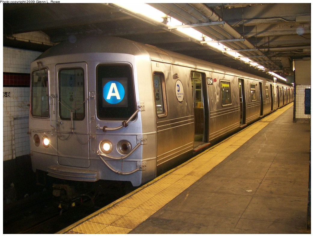 (205k, 1044x788)<br><b>Country:</b> United States<br><b>City:</b> New York<br><b>System:</b> New York City Transit<br><b>Line:</b> IND 8th Avenue Line<br><b>Location:</b> 168th Street <br><b>Route:</b> A<br><b>Car:</b> R-46 (Pullman-Standard, 1974-75) 6154 <br><b>Photo by:</b> Glenn L. Rowe<br><b>Date:</b> 10/20/2009<br><b>Viewed (this week/total):</b> 0 / 1225