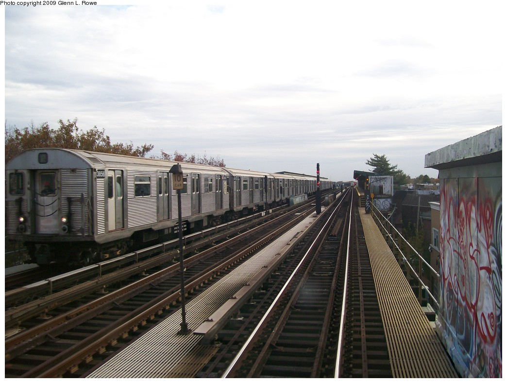 (197k, 1044x788)<br><b>Country:</b> United States<br><b>City:</b> New York<br><b>System:</b> New York City Transit<br><b>Line:</b> IND Fulton Street Line<br><b>Location:</b> 88th Street/Boyd Avenue <br><b>Route:</b> A<br><b>Car:</b> R-32 (Budd, 1964)  3856 <br><b>Photo by:</b> Glenn L. Rowe<br><b>Date:</b> 11/2/2009<br><b>Viewed (this week/total):</b> 0 / 431
