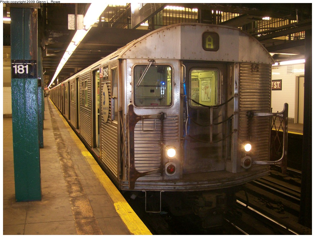 (233k, 1044x788)<br><b>Country:</b> United States<br><b>City:</b> New York<br><b>System:</b> New York City Transit<br><b>Line:</b> IND 8th Avenue Line<br><b>Location:</b> 181st Street <br><b>Route:</b> A<br><b>Car:</b> R-32 (Budd, 1964)  3642 <br><b>Photo by:</b> Glenn L. Rowe<br><b>Date:</b> 11/5/2009<br><b>Viewed (this week/total):</b> 7 / 463