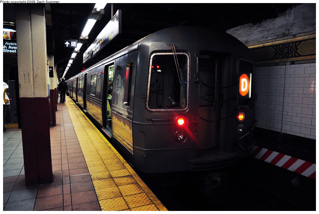 (223k, 1044x700)<br><b>Country:</b> United States<br><b>City:</b> New York<br><b>System:</b> New York City Transit<br><b>Location:</b> DeKalb Avenue<br><b>Route:</b> D<br><b>Car:</b> R-68 (Westinghouse-Amrail, 1986-1988)  2572 <br><b>Photo by:</b> Zach Summer<br><b>Date:</b> 10/25/2009<br><b>Viewed (this week/total):</b> 0 / 914