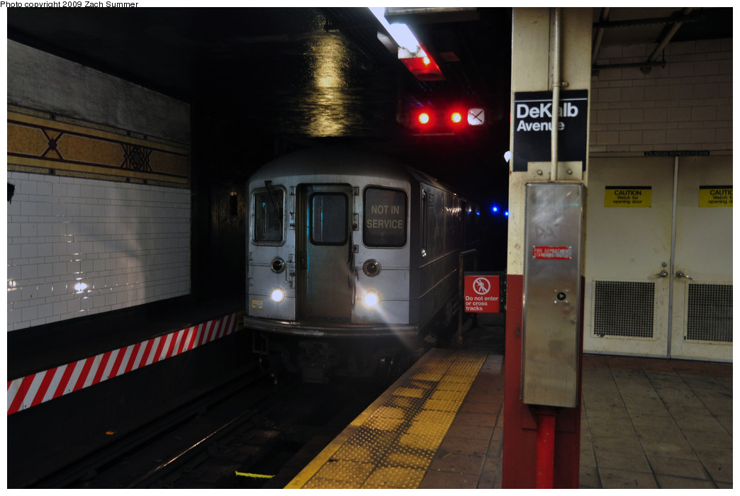 (183k, 1044x700)<br><b>Country:</b> United States<br><b>City:</b> New York<br><b>System:</b> New York City Transit<br><b>Location:</b> DeKalb Avenue<br><b>Route:</b> Work Service<br><b>Car:</b> R-127/R-134 (Kawasaki, 1991-1996)  <br><b>Photo by:</b> Zach Summer<br><b>Date:</b> 10/25/2009<br><b>Viewed (this week/total):</b> 0 / 1246