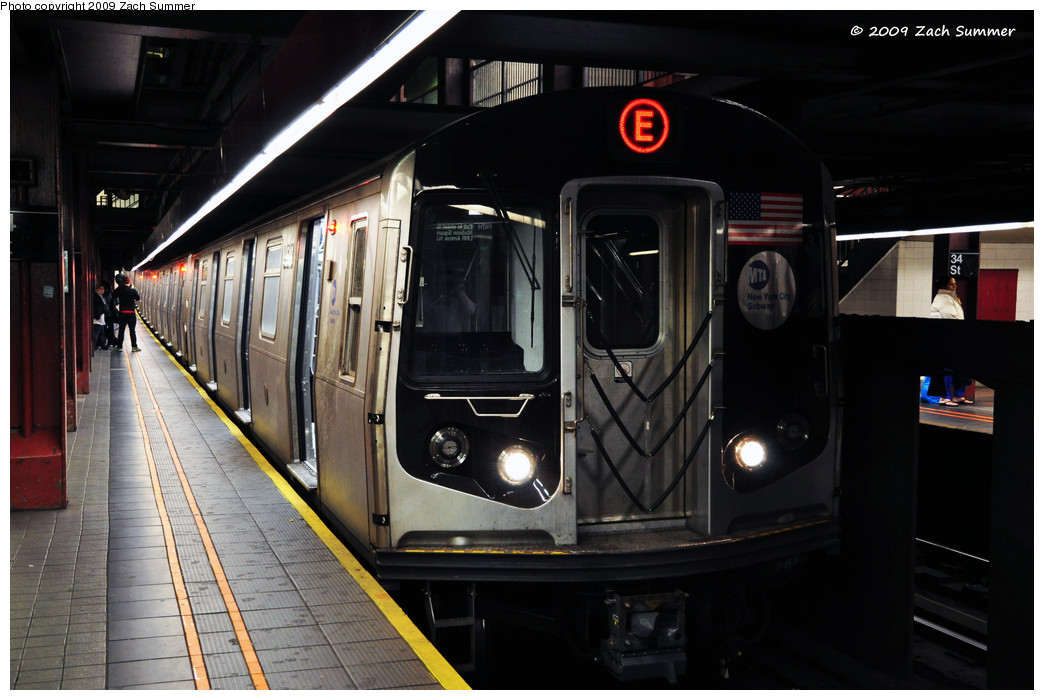 (212k, 1044x700)<br><b>Country:</b> United States<br><b>City:</b> New York<br><b>System:</b> New York City Transit<br><b>Line:</b> IND 6th Avenue Line<br><b>Location:</b> 34th Street/Herald Square <br><b>Route:</b> E reroute<br><b>Car:</b> R-160A (Option 1) (Alstom, 2008-2009, 5 car sets)  9548 <br><b>Photo by:</b> Zach Summer<br><b>Date:</b> 10/25/2009<br><b>Notes:</b> E Rerouted via 63 St/6 Av with 34 St being the southern terminal on the E from Queens.<br><b>Viewed (this week/total):</b> 2 / 1558