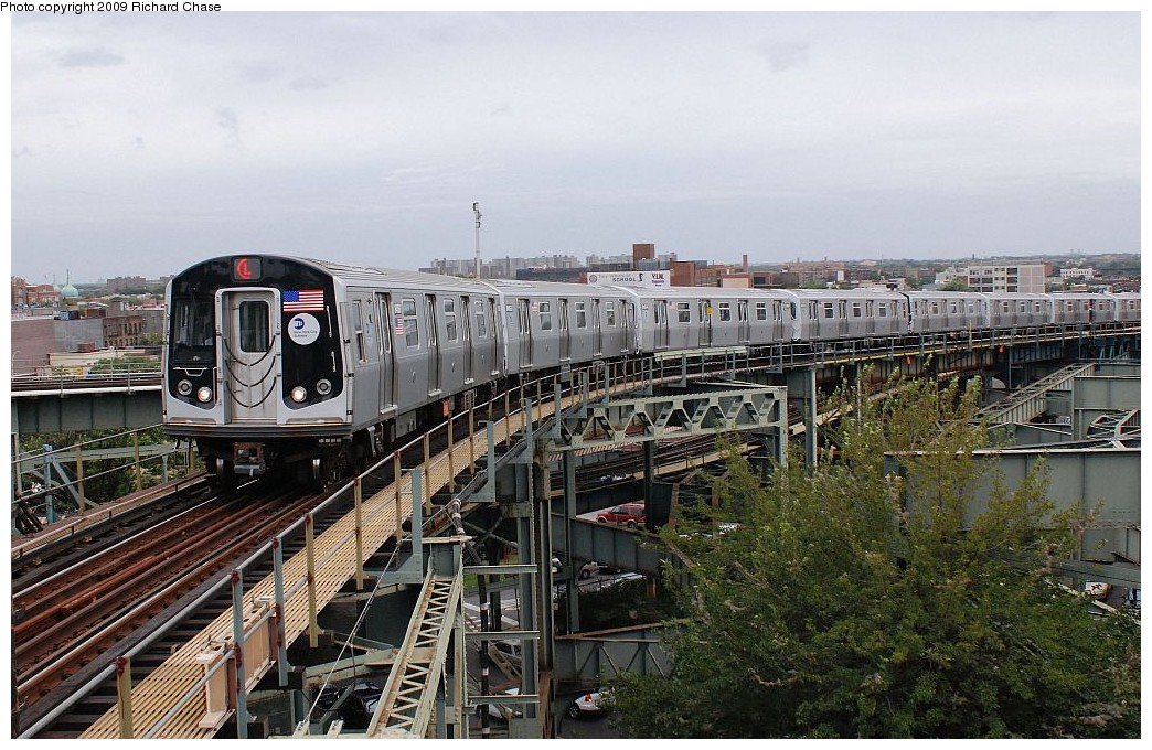 (232k, 1044x680)<br><b>Country:</b> United States<br><b>City:</b> New York<br><b>System:</b> New York City Transit<br><b>Line:</b> BMT Canarsie Line<br><b>Location:</b> Broadway Junction <br><b>Route:</b> L<br><b>Car:</b> R-160A-1 (Alstom, 2005-2008, 4 car sets)   <br><b>Photo by:</b> Richard Chase<br><b>Date:</b> 10/2009<br><b>Viewed (this week/total):</b> 1 / 840