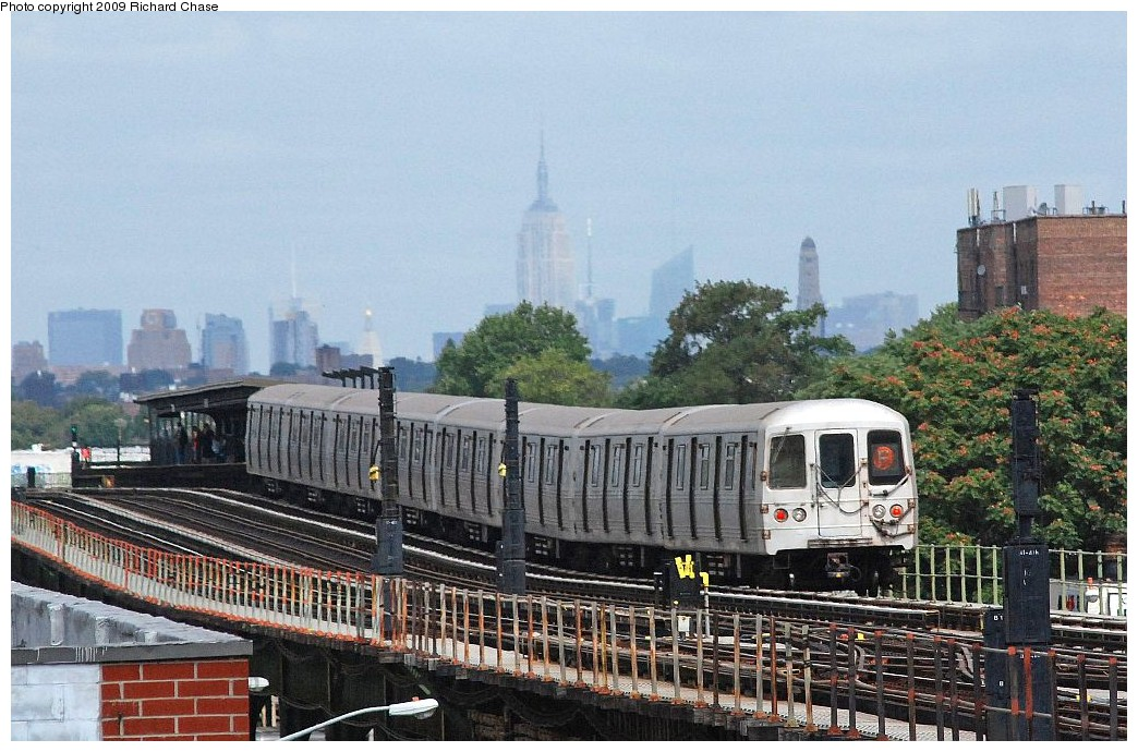 (222k, 1044x690)<br><b>Country:</b> United States<br><b>City:</b> New York<br><b>System:</b> New York City Transit<br><b>Line:</b> BMT Culver Line<br><b>Location:</b> Avenue P <br><b>Route:</b> F<br><b>Car:</b> R-46 (Pullman-Standard, 1974-75)  <br><b>Photo by:</b> Richard Chase<br><b>Date:</b> 10/2009<br><b>Viewed (this week/total):</b> 0 / 894