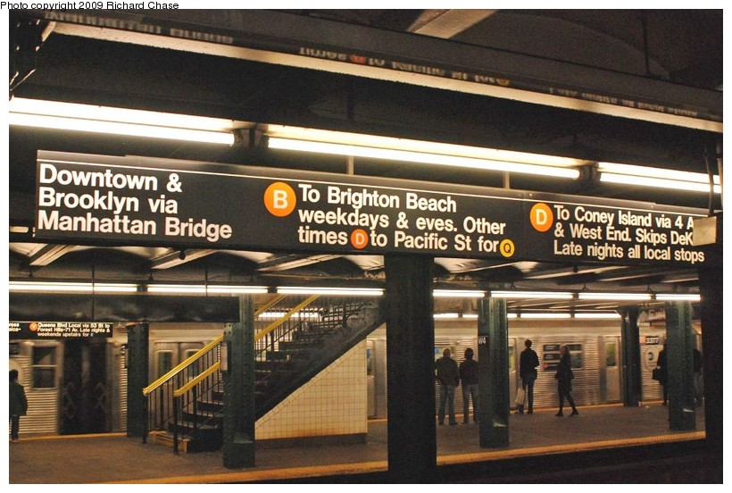 (136k, 820x552)<br><b>Country:</b> United States<br><b>City:</b> New York<br><b>System:</b> New York City Transit<br><b>Line:</b> IND 6th Avenue Line<br><b>Location:</b> West 4th Street/Washington Square <br><b>Route:</b> V<br><b>Car:</b> R-32 (Budd, 1964)  3377 <br><b>Photo by:</b> Richard Chase<br><b>Date:</b> 10/2009<br><b>Viewed (this week/total):</b> 1 / 1506