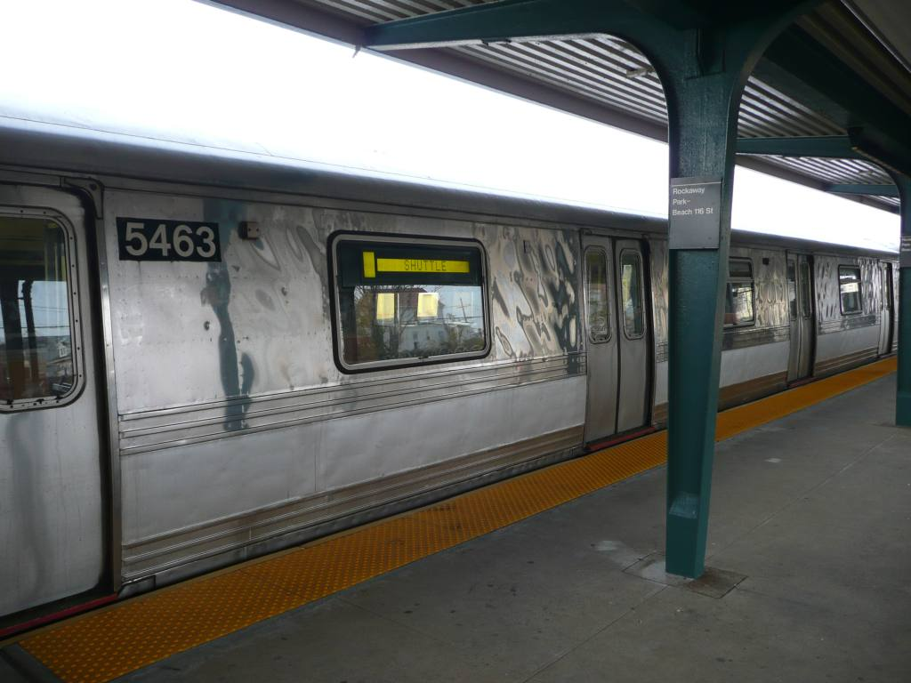 (105k, 1024x768)<br><b>Country:</b> United States<br><b>City:</b> New York<br><b>System:</b> New York City Transit<br><b>Line:</b> IND Rockaway<br><b>Location:</b> Rockaway Park/Beach 116th Street <br><b>Photo by:</b> Robbie Rosenfeld<br><b>Date:</b> 11/9/2009<br><b>Notes:</b> Shuttle train.<br><b>Viewed (this week/total):</b> 0 / 584