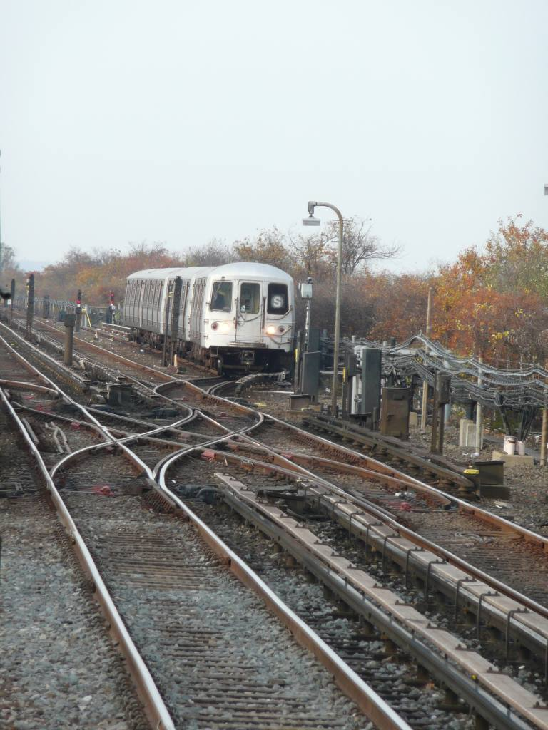 (121k, 768x1024)<br><b>Country:</b> United States<br><b>City:</b> New York<br><b>System:</b> New York City Transit<br><b>Line:</b> IND Rockaway<br><b>Location:</b> Broad Channel <br><b>Photo by:</b> Robbie Rosenfeld<br><b>Date:</b> 11/9/2009<br><b>Notes:</b> Shuttle train.<br><b>Viewed (this week/total):</b> 3 / 902