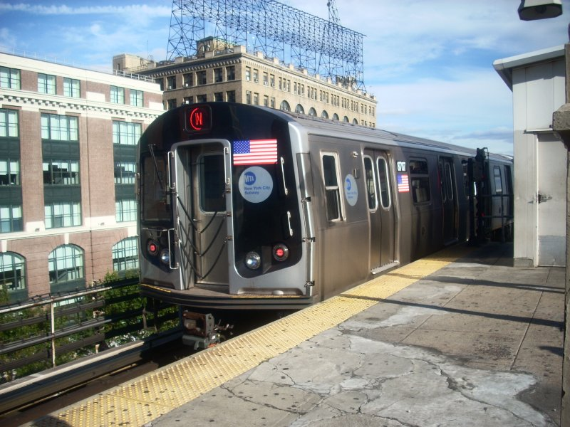 (154k, 800x600)<br><b>Country:</b> United States<br><b>City:</b> New York<br><b>System:</b> New York City Transit<br><b>Line:</b> BMT Astoria Line<br><b>Location:</b> Queensborough Plaza <br><b>Route:</b> N<br><b>Car:</b> R-160A-2 (Alstom, 2005-2008, 5 car sets)  8707 <br><b>Photo by:</b> Bill E.<br><b>Date:</b> 10/10/2009<br><b>Viewed (this week/total):</b> 0 / 742
