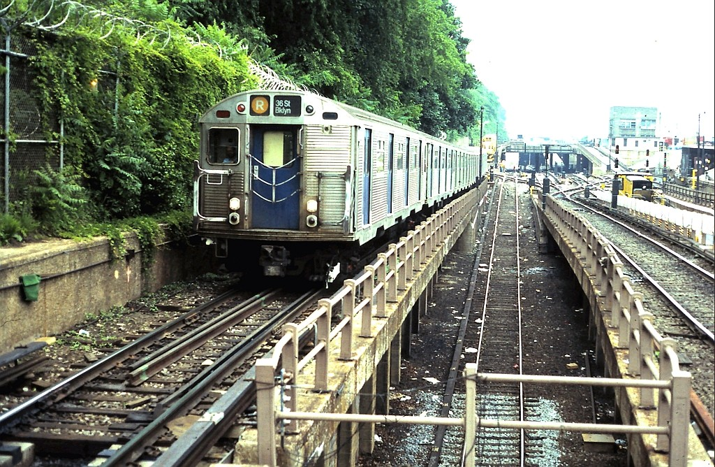 (301k, 1024x668)<br><b>Country:</b> United States<br><b>City:</b> New York<br><b>System:</b> New York City Transit<br><b>Line:</b> BMT West End Line<br><b>Location:</b> 9th Avenue <br><b>Route:</b> R<br><b>Car:</b> R-32 (Budd, 1964)   <br><b>Collection of:</b> John Barnes<br><b>Date:</b> 6/3/1987<br><b>Viewed (this week/total):</b> 0 / 2312