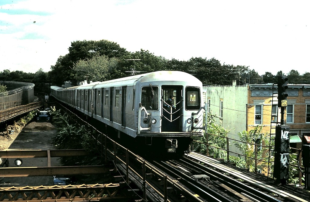 (224k, 1024x670)<br><b>Country:</b> United States<br><b>City:</b> New York<br><b>System:</b> New York City Transit<br><b>Line:</b> BMT Myrtle Avenue Line<br><b>Location:</b> Fresh Pond Road <br><b>Route:</b> M<br><b>Car:</b> R-42 (St. Louis, 1969-1970)  4666 <br><b>Collection of:</b> John Barnes<br><b>Date:</b> 10/15/1988<br><b>Viewed (this week/total):</b> 3 / 1775