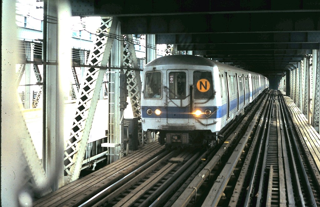 (205k, 1024x664)<br><b>Country:</b> United States<br><b>City:</b> New York<br><b>System:</b> New York City Transit<br><b>Location:</b> Manhattan Bridge<br><b>Route:</b> N<br><b>Car:</b> R-46 (Pullman-Standard, 1974-75)  <br><b>Collection of:</b> John Barnes<br><b>Date:</b> 2/28/1987<br><b>Viewed (this week/total):</b> 9 / 2140
