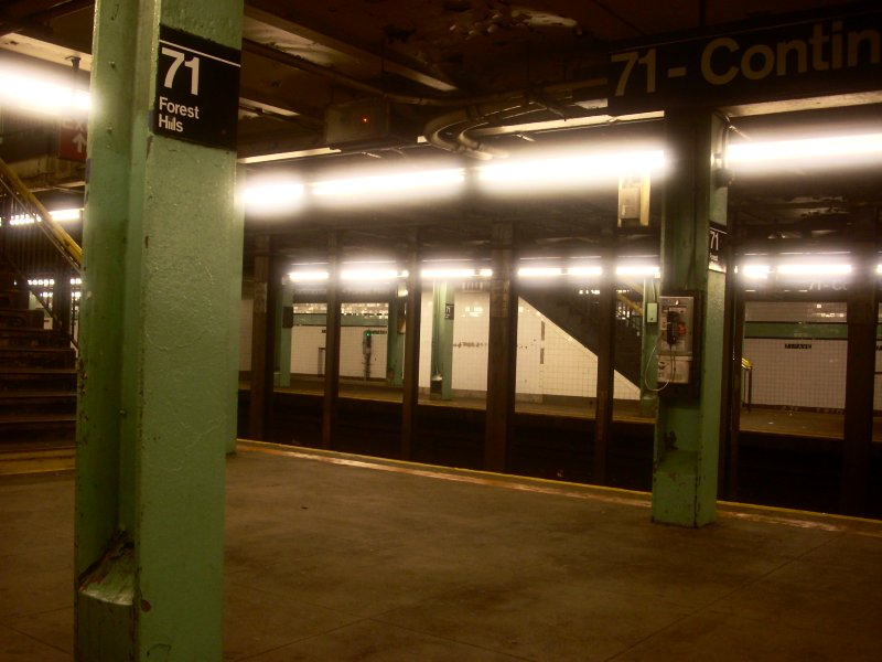 (108k, 800x600)<br><b>Country:</b> United States<br><b>City:</b> New York<br><b>System:</b> New York City Transit<br><b>Line:</b> IND Queens Boulevard Line<br><b>Location:</b> 71st/Continental Aves./Forest Hills <br><b>Photo by:</b> Bill E.<br><b>Date:</b> 11/28/2009<br><b>Viewed (this week/total):</b> 11 / 407