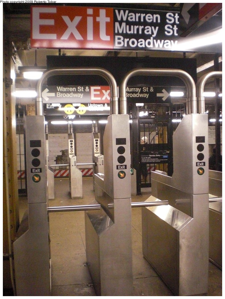 (256k, 788x1044)<br><b>Country:</b> United States<br><b>City:</b> New York<br><b>System:</b> New York City Transit<br><b>Line:</b> BMT Broadway Line<br><b>Location:</b> City Hall <br><b>Photo by:</b> Roberto C. Tobar<br><b>Date:</b> 11/28/2009<br><b>Notes:</b> Note unusual platform level fare control arrangement.<br><b>Viewed (this week/total):</b> 0 / 1105