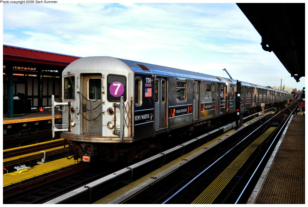 (262k, 1044x700)<br><b>Country:</b> United States<br><b>City:</b> New York<br><b>System:</b> New York City Transit<br><b>Line:</b> IRT Flushing Line<br><b>Location:</b> 74th Street/Broadway <br><b>Route:</b> 7<br><b>Car:</b> R-62A (Bombardier, 1984-1987)  1706 <br><b>Photo by:</b> Zach Summer<br><b>Date:</b> 10/25/2009<br><b>Viewed (this week/total):</b> 4 / 608