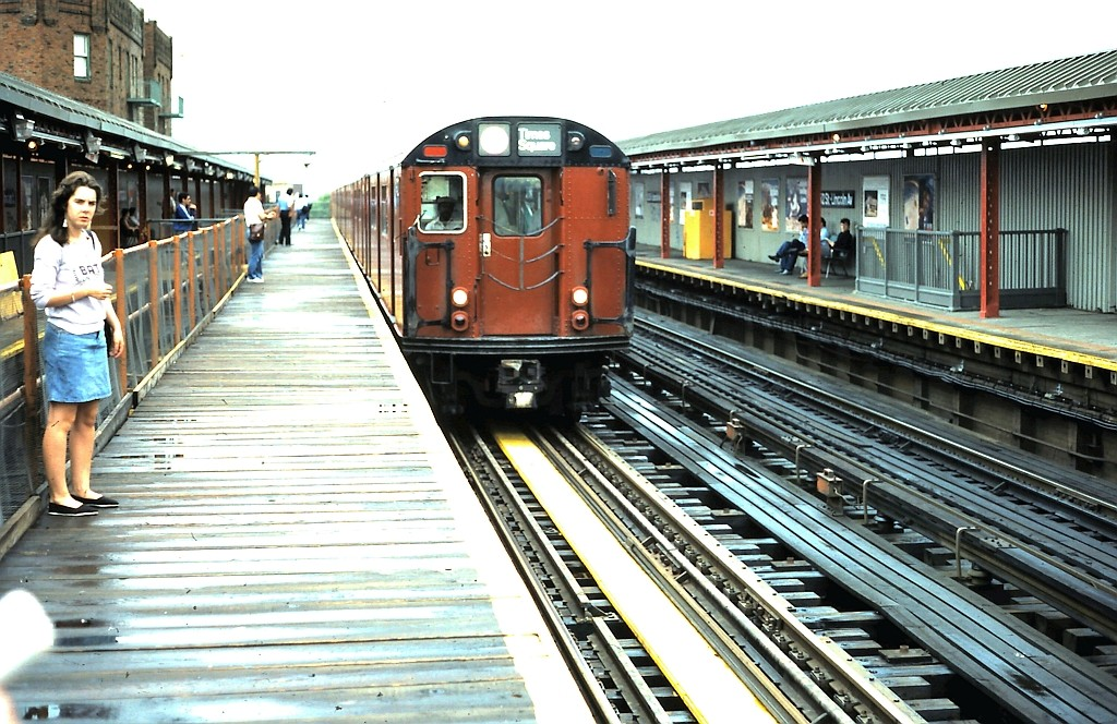 (237k, 1024x664)<br><b>Country:</b> United States<br><b>City:</b> New York<br><b>System:</b> New York City Transit<br><b>Line:</b> IRT Flushing Line<br><b>Location:</b> 52nd Street/Lincoln Avenue <br><b>Route:</b> 7<br><b>Car:</b> R-36 World's Fair (St. Louis, 1963-64)  <br><b>Collection of:</b> John Barnes<br><b>Date:</b> 6/2/1986<br><b>Viewed (this week/total):</b> 0 / 2976