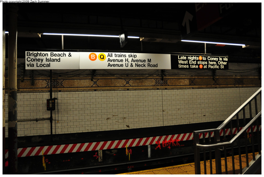 (224k, 1044x700)<br><b>Country:</b> United States<br><b>City:</b> New York<br><b>System:</b> New York City Transit<br><b>Location:</b> DeKalb Avenue<br><b>Photo by:</b> Zach Summer<br><b>Date:</b> 10/25/2009<br><b>Notes:</b> New temporary B/Q Brighton Beach & Coney Island destination sign during the Brighton Line Station reconstruction project.<br><b>Viewed (this week/total):</b> 2 / 1161