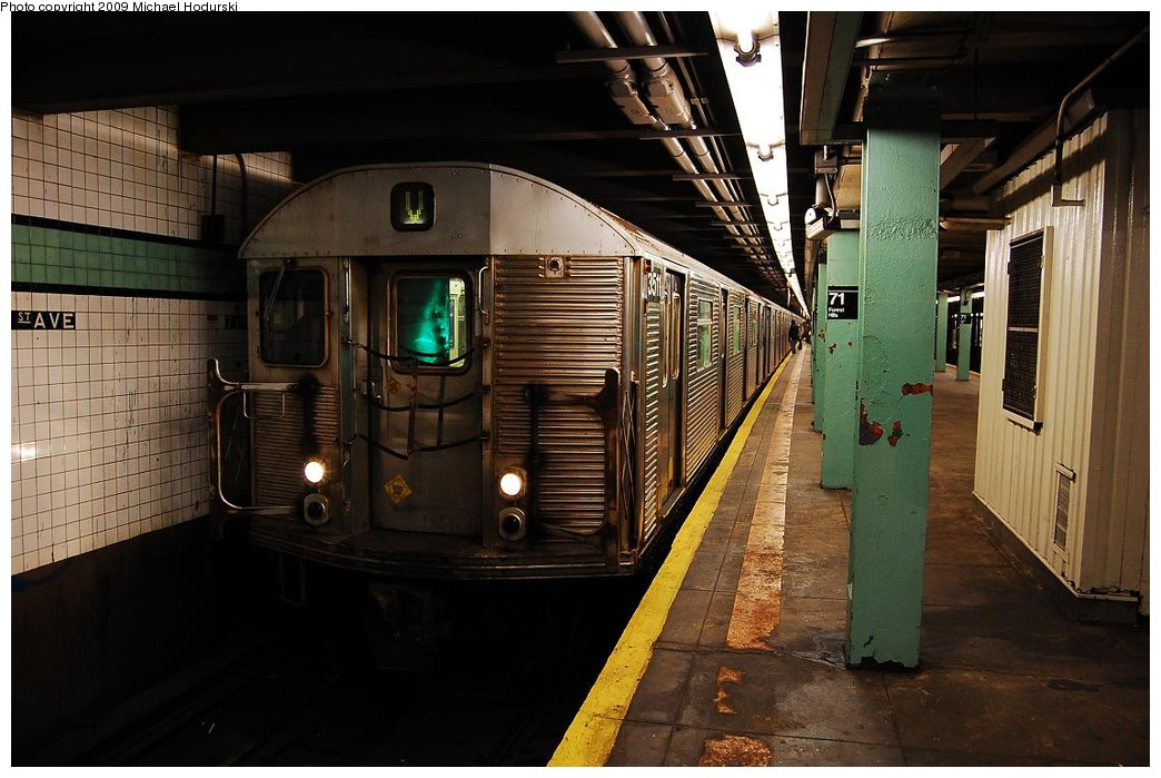 (224k, 1044x699)<br><b>Country:</b> United States<br><b>City:</b> New York<br><b>System:</b> New York City Transit<br><b>Line:</b> IND Queens Boulevard Line<br><b>Location:</b> 71st/Continental Aves./Forest Hills <br><b>Route:</b> V<br><b>Car:</b> R-32 (Budd, 1964)  3511 <br><b>Photo by:</b> Michael Hodurski<br><b>Date:</b> 12/10/2009<br><b>Viewed (this week/total):</b> 3 / 751