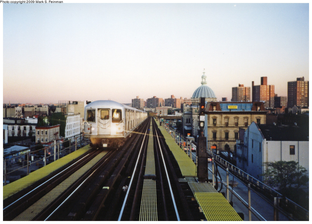 (227k, 1044x752)<br><b>Country:</b> United States<br><b>City:</b> New York<br><b>System:</b> New York City Transit<br><b>Line:</b> BMT Nassau Street/Jamaica Line<br><b>Location:</b> Williamsburg Bridge<br><b>Route:</b> M<br><b>Car:</b> R-42 (St. Louis, 1969-1970)   <br><b>Photo by:</b> Mark S. Feinman<br><b>Date:</b> 1993<br><b>Viewed (this week/total):</b> 0 / 947