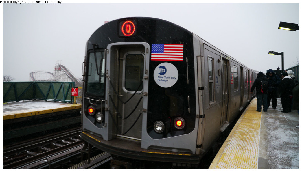 (177k, 1044x596)<br><b>Country:</b> United States<br><b>City:</b> New York<br><b>System:</b> New York City Transit<br><b>Line:</b> BMT Brighton Line<br><b>Location:</b> West 8th Street <br><b>Route:</b> Q<br><b>Car:</b> R-160B (Option 1) (Kawasaki, 2008-2009)  9142 <br><b>Photo by:</b> David Tropiansky<br><b>Date:</b> 12/19/2009<br><b>Viewed (this week/total):</b> 1 / 872